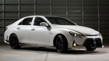 Toyota Mark X G Sports Carbon Roof