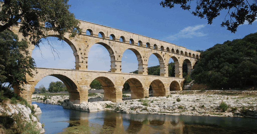 The Pont du Gard, акведук Nimes 60 г.н.э.